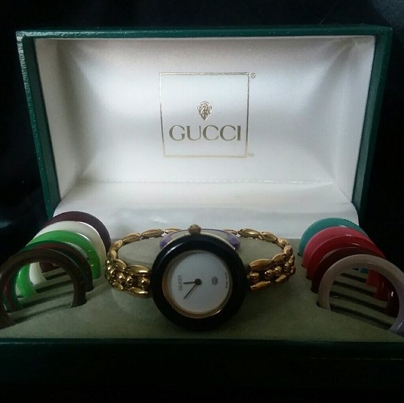 0ae313eeb3a52 Gucci Jewelry - Vintage Gucci Watch 1100-L Gold Link w 12 Bezels